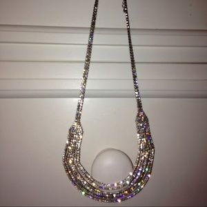 Jewelry - Sparkly dangling necklace